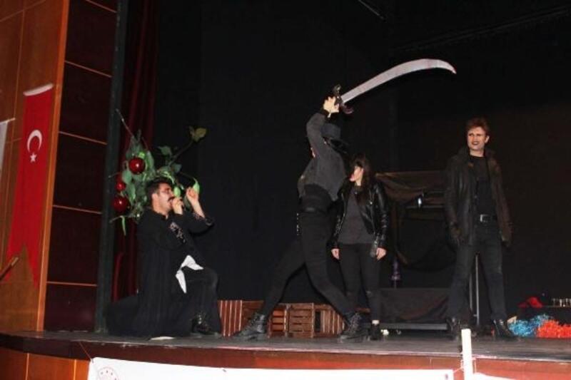 Kahta'da, tiyatro gösterisi beğeni topladı