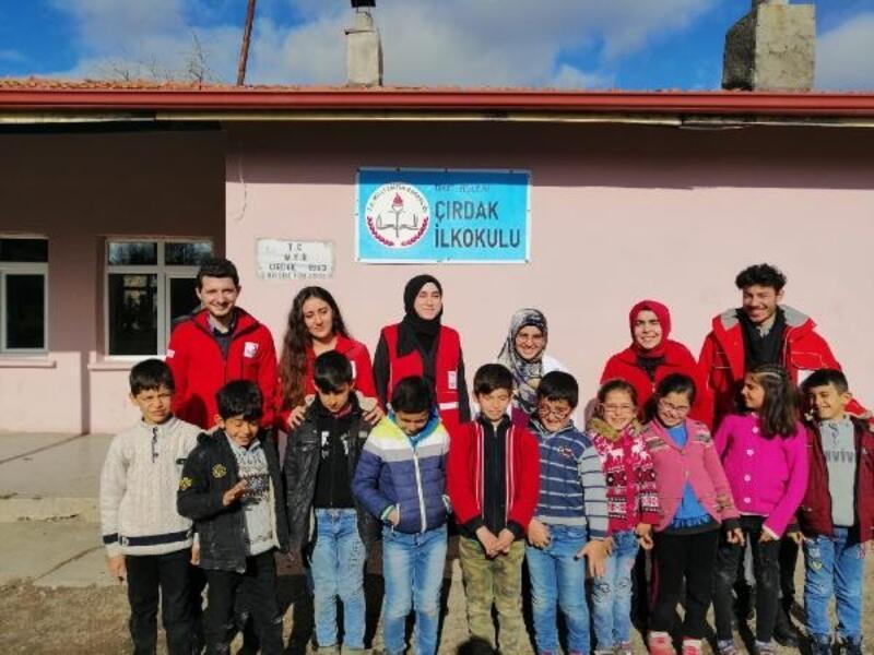 Türk Kızılay Tokat Şubesinden öğrencilere karne hediyesi