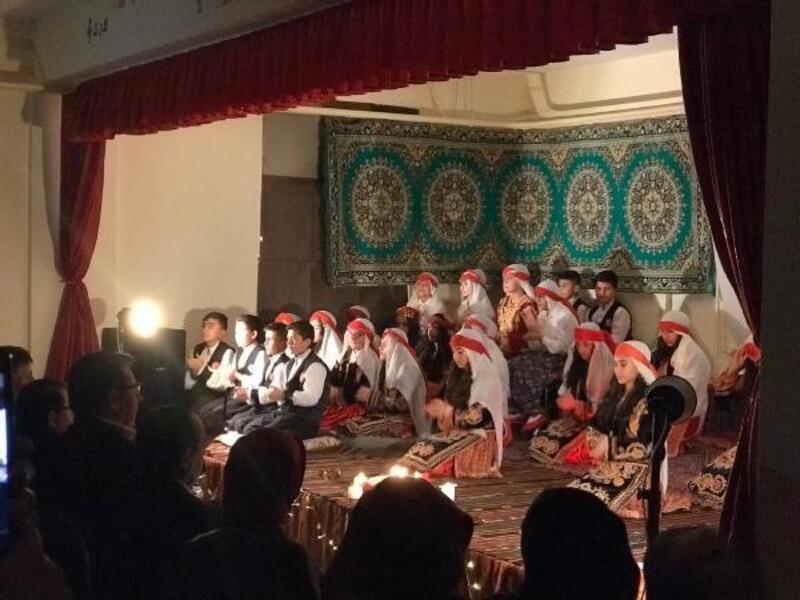Altınyayla'da öğrencilerden türkü gecesi