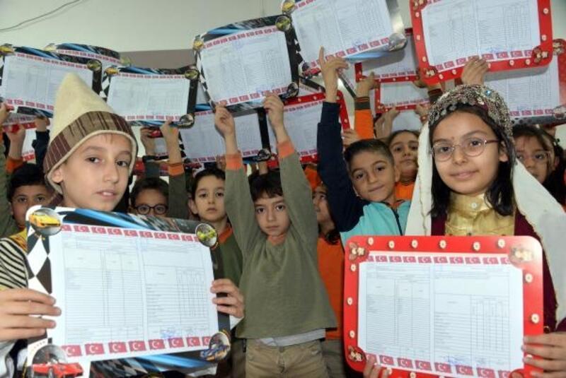Kahramanmaraş'ta 288 bin öğrenci karne aldı