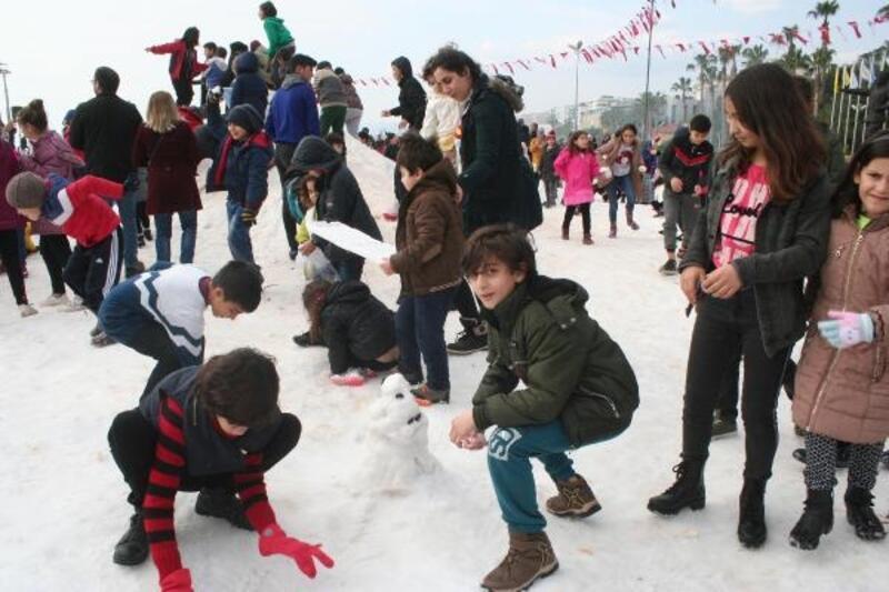Erdemli'de kar şenliği