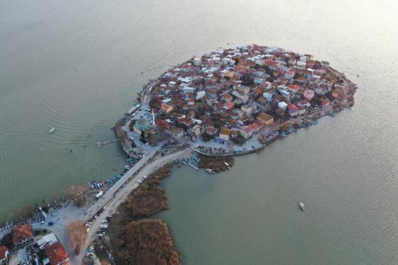 Gölyazı, yenilenen altyapısı ve yeni yüzüyle misafirlerini ağırlayacak