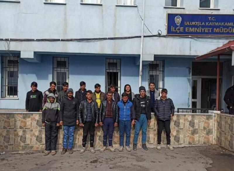 Niğde'de 15 kaçak göçmen yakalandı
