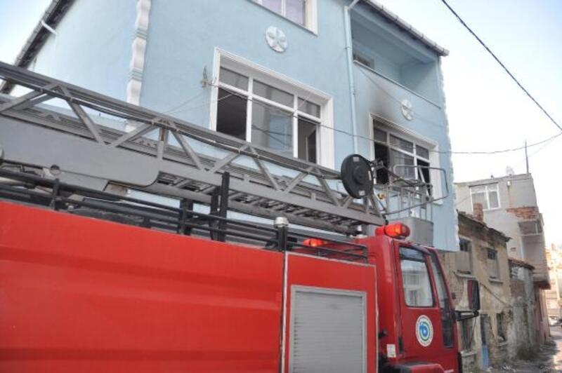 Malkara'daki ev yangında 1 kişi dumandan etkilendi