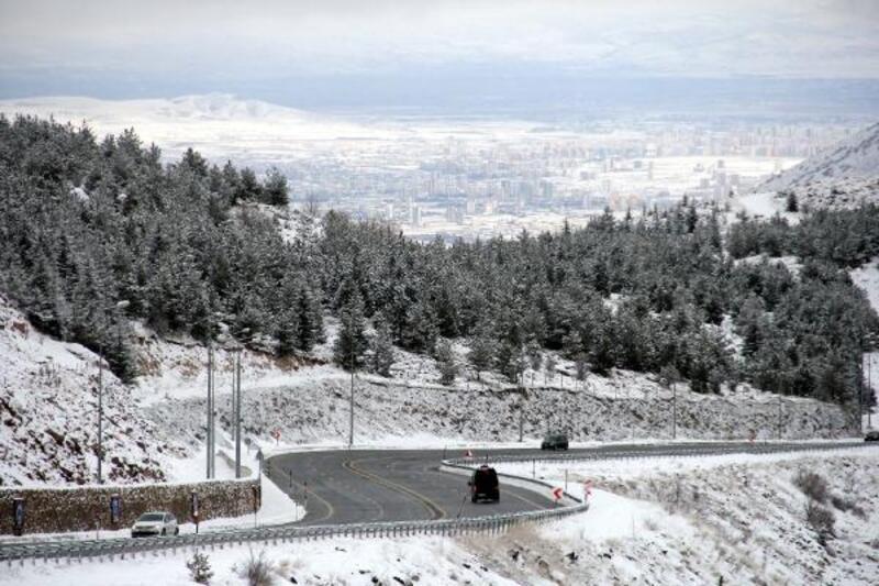 Erciyes yolunda kar güzelliği