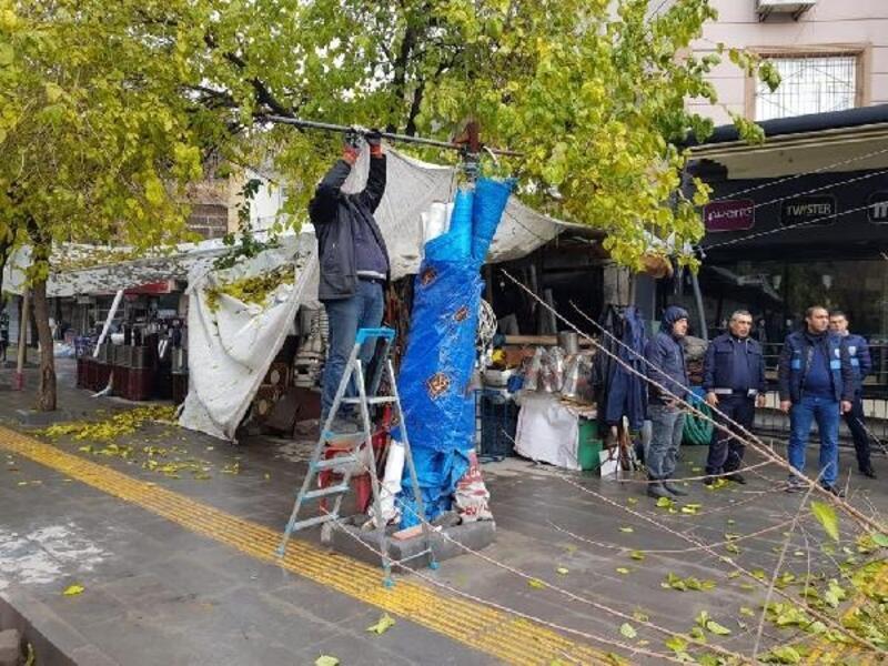 Bağlar Belediyesi, 20 yıllık kaldırım işgaline son verdi