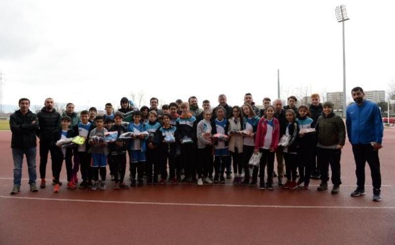 Genç atletlere Osmangazi Belediyesi'nden destek