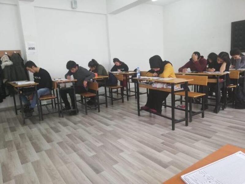 Öğrenciler, yarıyıl tatilinde üniversite sınavına hazırlanıyor
