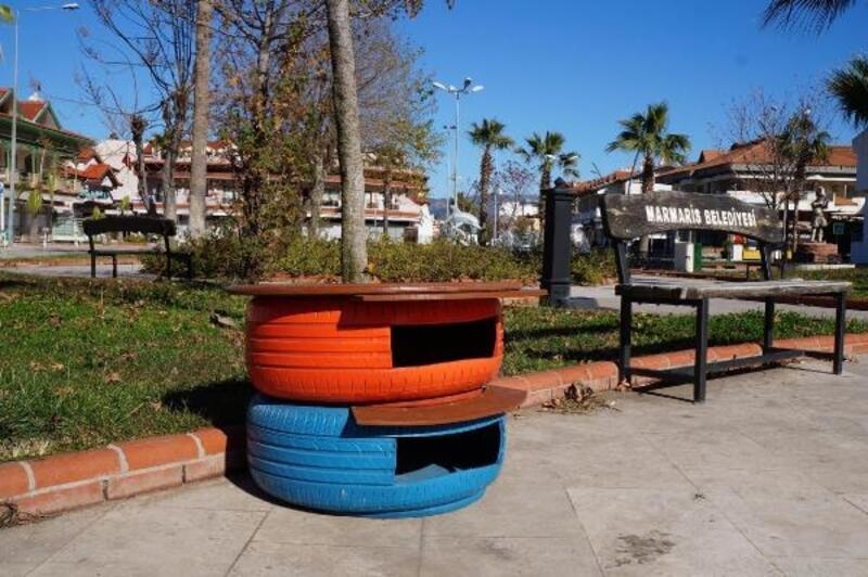 Belediye araçlarının eski oto lastikleri kedi evi oldu