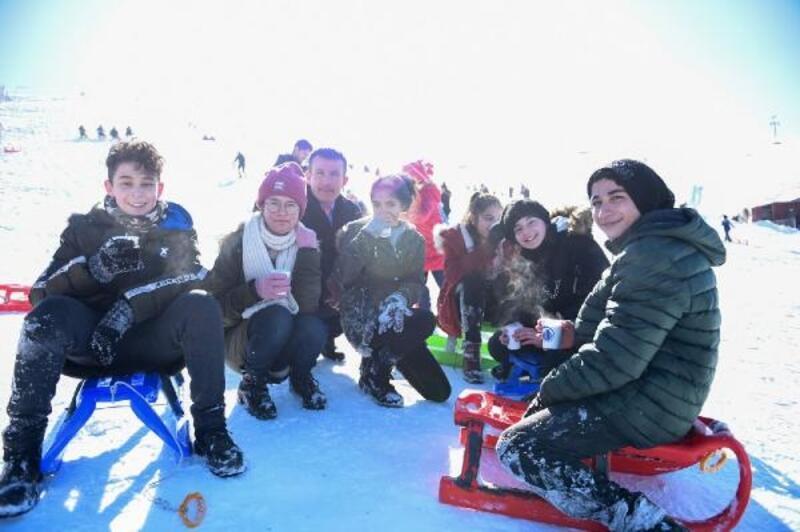 Altındağlı öğrenciler Elmadağ Kayak Merkezi'nde doyasıya eğlendi