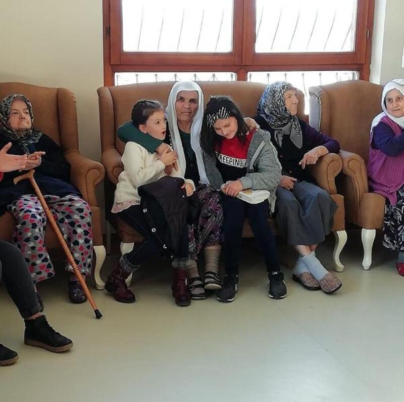 Mamaklı öğrencilerden yaşlılara ziyaret
