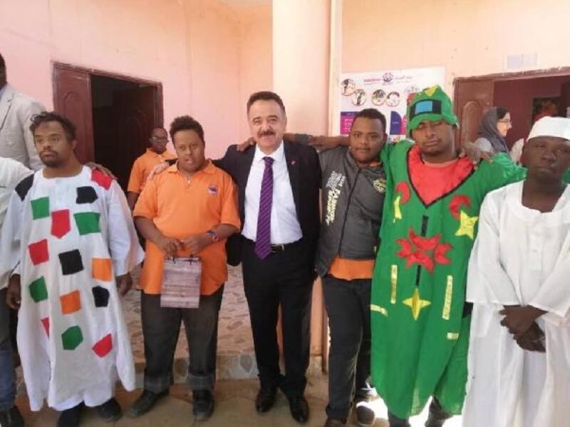 Büyükelçi Neziroğlu, Sudanlı down sendromlu çocuklarla dans etti- Yeniden
