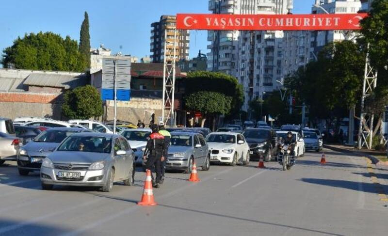 Adana'da aranan 50 kişi yakalandı