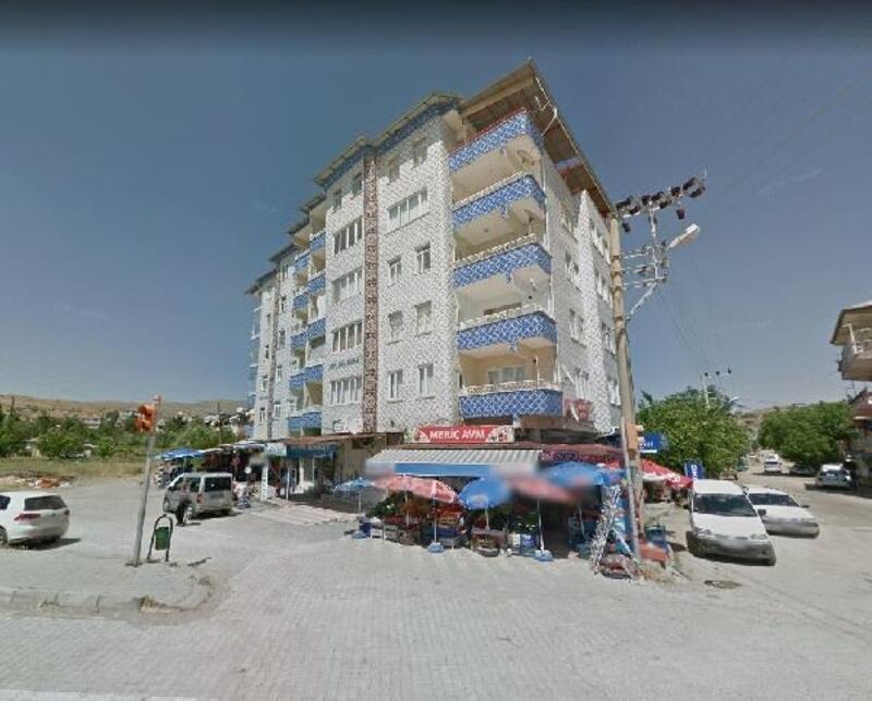 Elazığ'da 6 katlı 2 bloklu binanın çökmeden önceki fotoğrafları