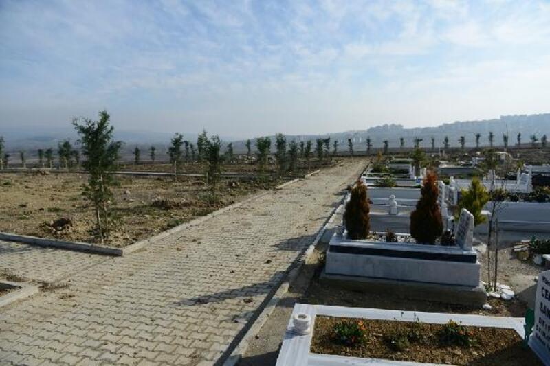 İnegöl'de Kent Mezarlığı'nı yeşillendirme çalışmaları