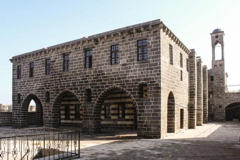 Sur'da Hüsrev Paşa Camisi ve Ermeni Kilisesi onarıldı