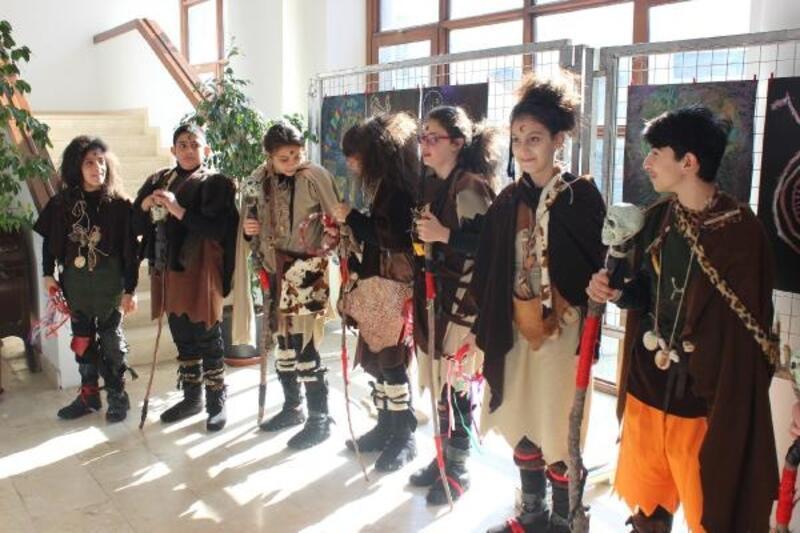 Öğrenciler Urla'da 'Göbeklitepe' sergisi açtı