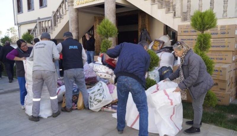 Finike'den depremzedelere yardım