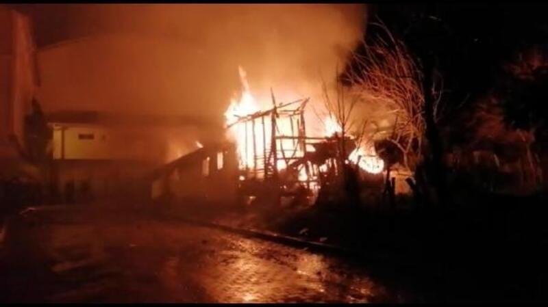 Tek katlı ev yangında küle döndü