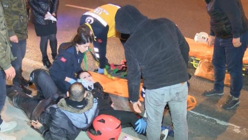 Şişli'de otomobil motosiklete çarptı: 1'i kadın, 2 yaralı