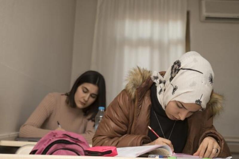 Kurslarla üniversite hayallerini gerçekleştiriyorlar