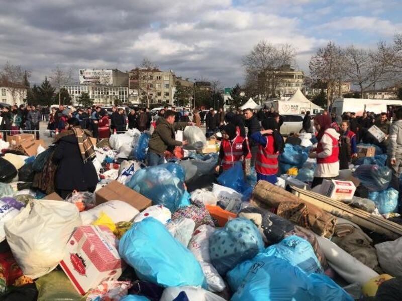 Adapazarı'nda depremzedeler için yardım kampanyası