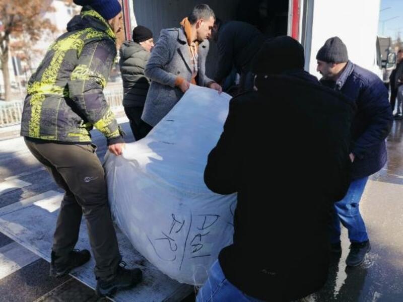 Erzurumlu öğrenciler depremzedelere yardım elini uzattı