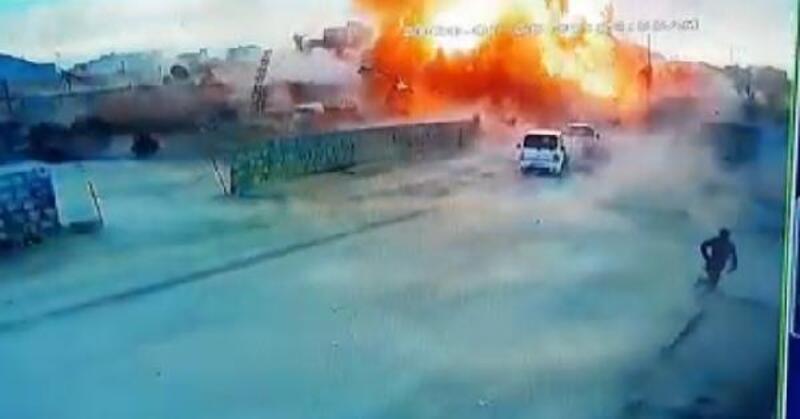 Azez'de PKK/YPG'literöristlerdenbomba yüklü kamyonetle saldırı:7 ölü