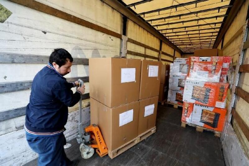 Sancaktepe'den deprem bölgesine 2 TIR yardım malzemesi gönderildi