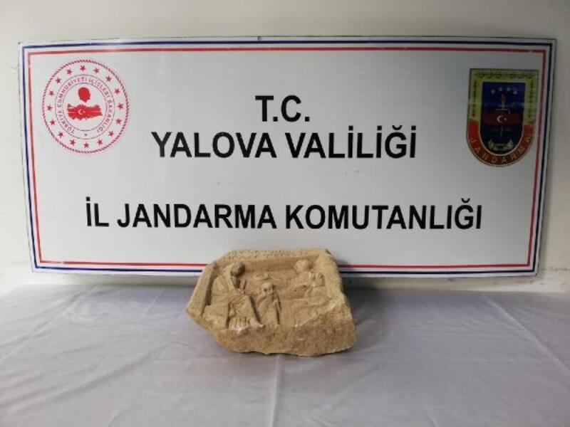 Yalova'da Roma dönemine ait mezar steli ele geçirildi