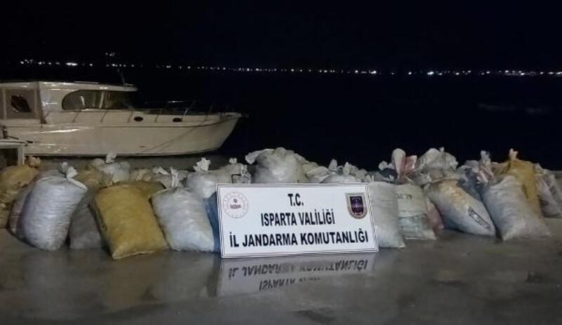 Kaçak avladıkları 1250 kilo kereviti satmak isterken yakalandılar
