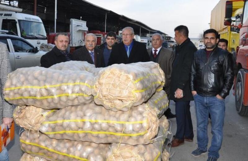 Adana'dan 2 TIRyaş sebze ve meyve deprem bölgesine gönderildi