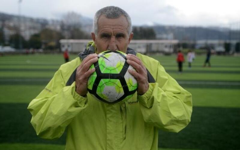 71 yaşındaki futbolcu, yeni takımına transfer oldu