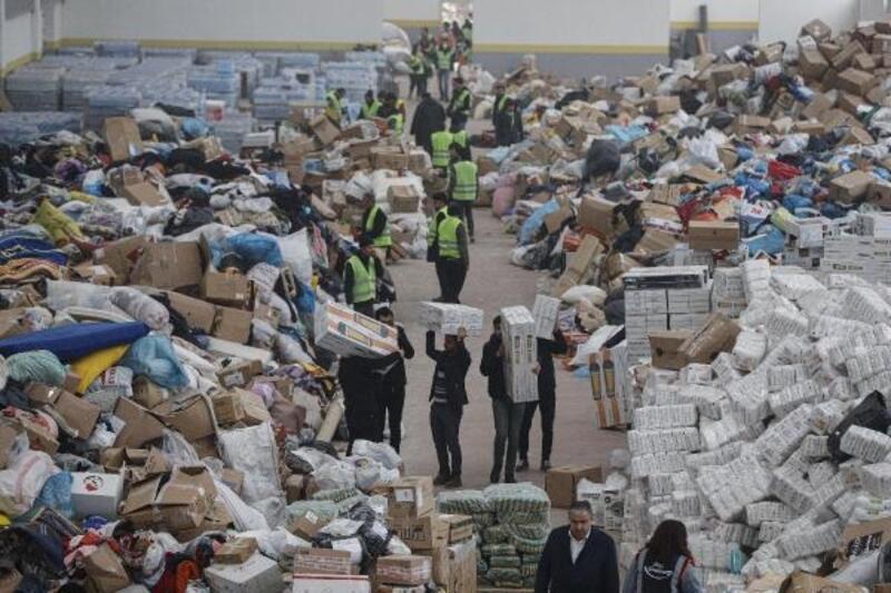 Elazığ'da AFAD'ın deposu yardımlarla doldu