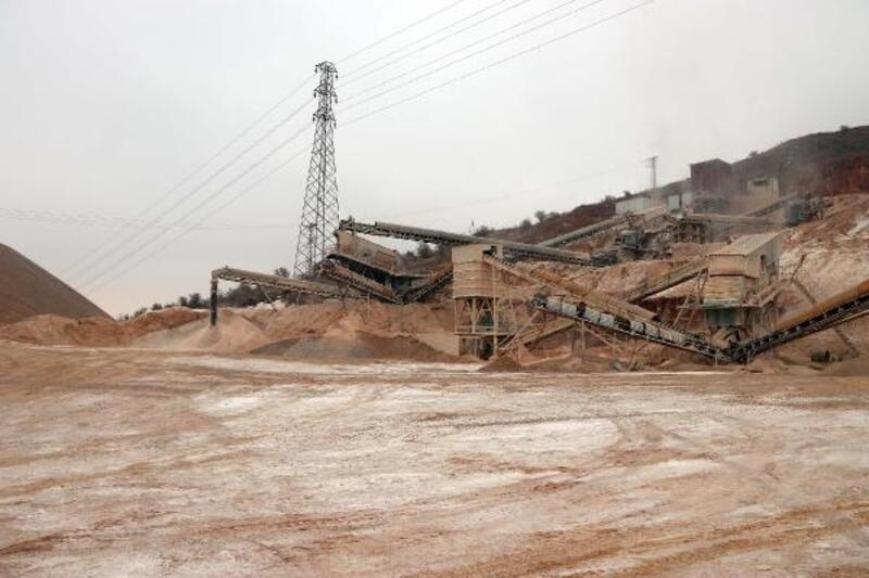 Deprem bölgesinde inşaatlar durduruldu