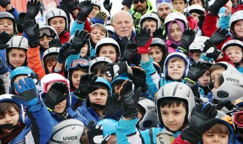 Başkan Sekmen, Erzurum'a 'kayakçı ordusu' kurdu