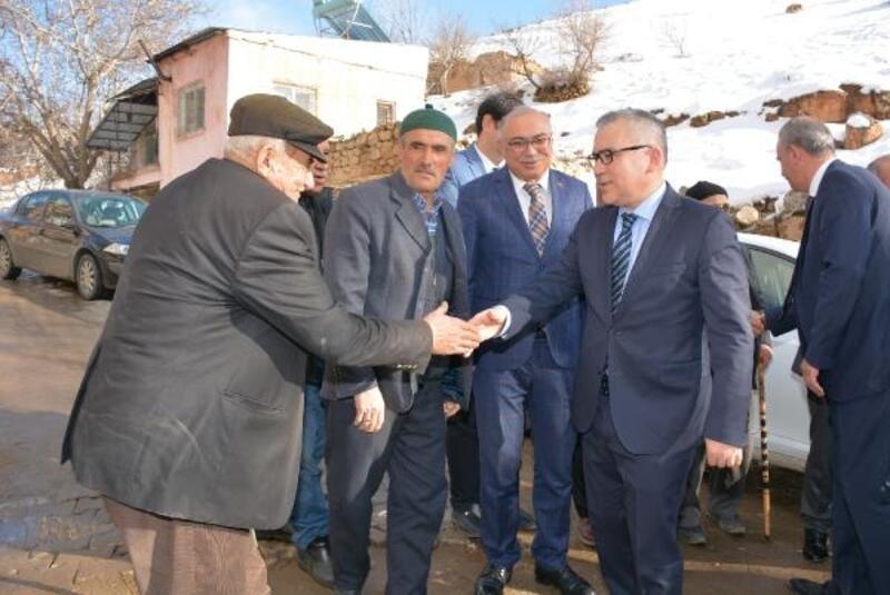 Vali Şimşek, köyleri ziyaret etti