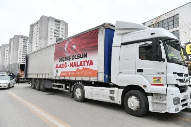 Mamak Belediyesi'nden Elazığ'da yardım TIR'ı