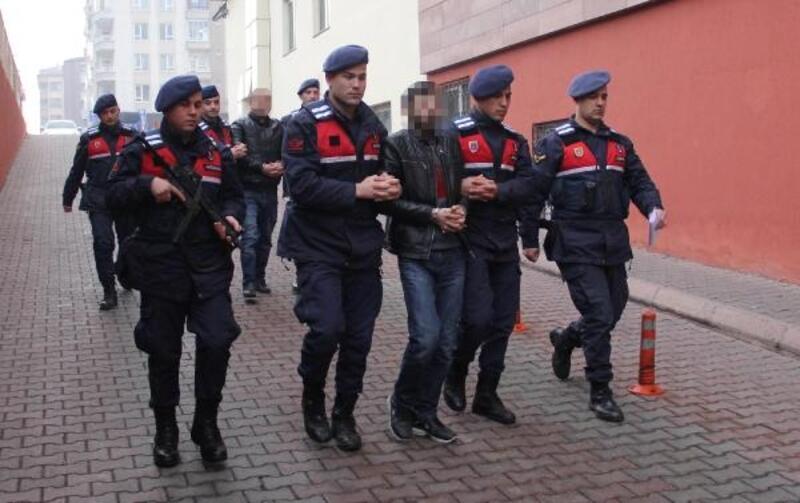 Kayseri'de El-Nusra operasyonunda 2 şüpheli adliyede