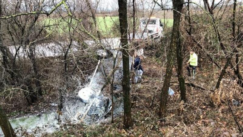 Hafif ticari araç takla attı: 4 yaralı