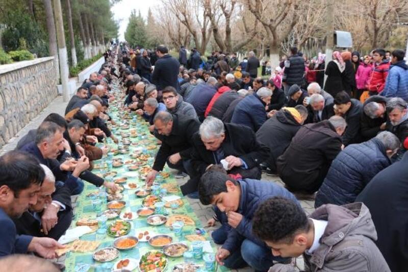 Şeyh Bağdu'yu anma etkinliğinde binlerce kişi yer sofrasında buluştu