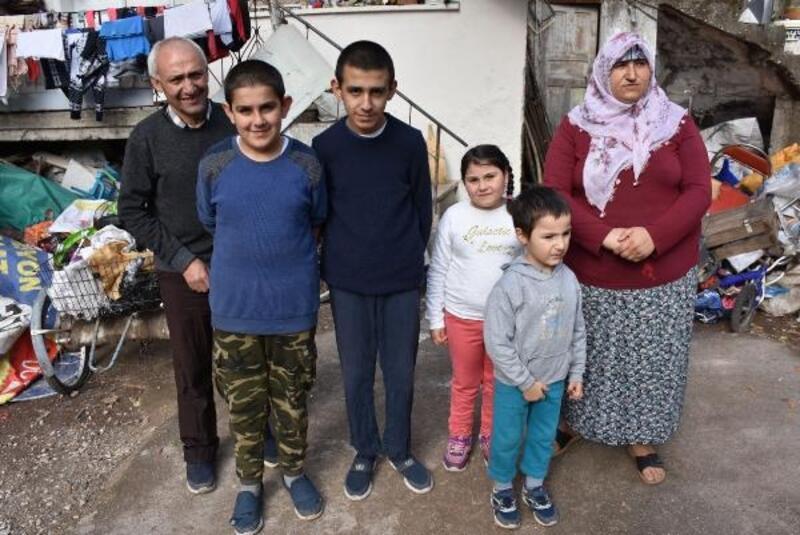 4 engelli çocuğuyla oturduğu ev yıkılacak olan hurdacı: Kimse ev vermiyor, çaresizim