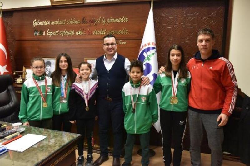 Karatecilerden Başkan Kanar'a ziyaret