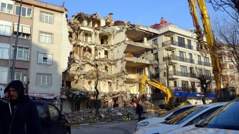 Avcılar'da yıkılıp yenilenmeyi bekleyen riskli 140 bina var