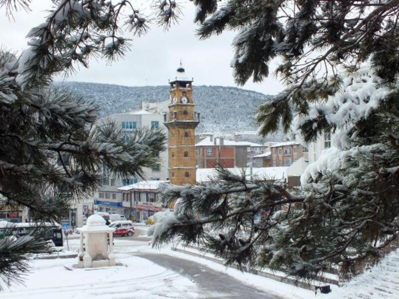 Yozgat'ta kar yağışı nedeniyle 178 köy yolu kapandı