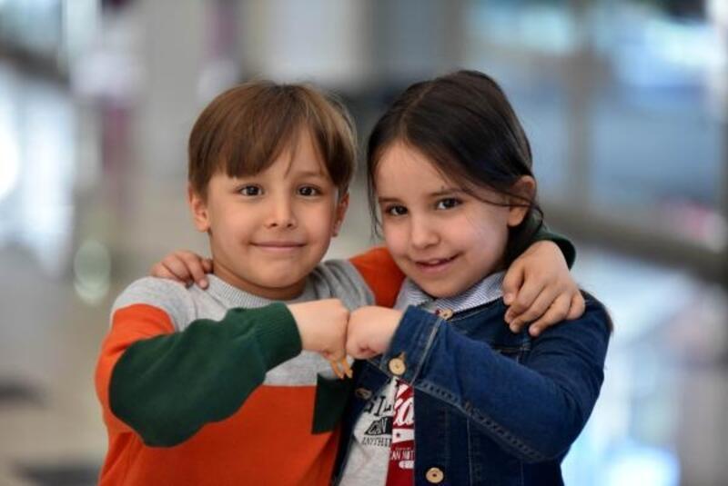 7 yaşındaki ikiz satranççıların başarısı