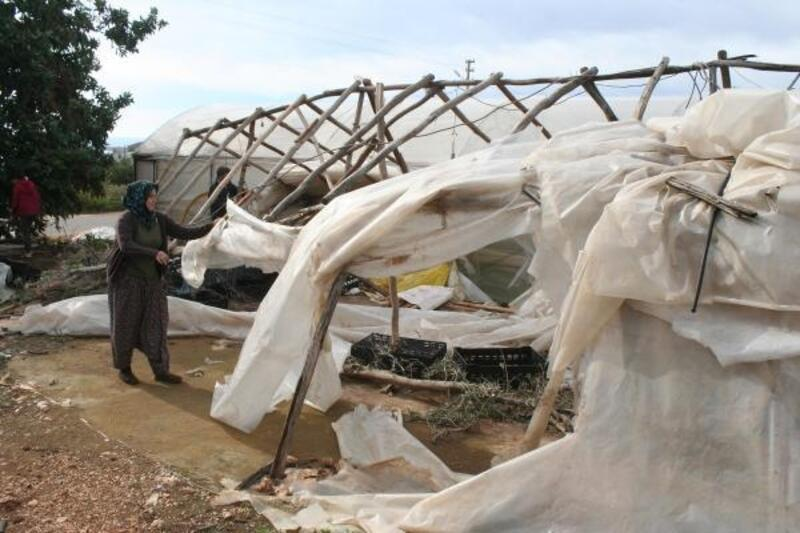 Mersin'de fırtına hayatı olumsuz etkiledi