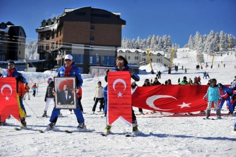 Yunan vekile tepki için Uludağ'da dev Türk bayrağı açarak kaydılar