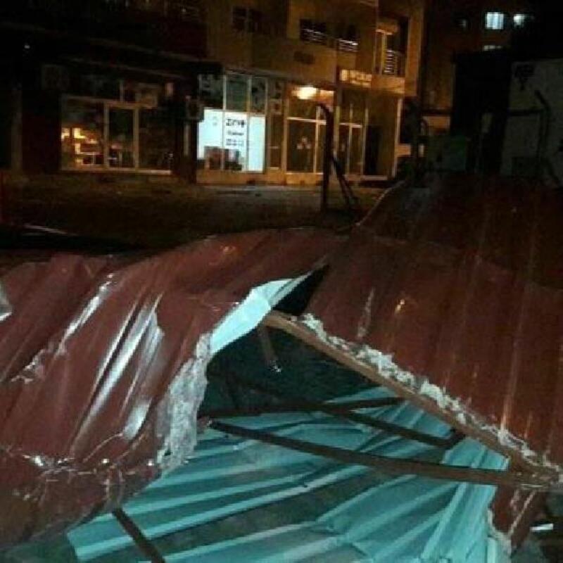 Kırıkhan'da fırtına hayatı olumsuz etkiledi
