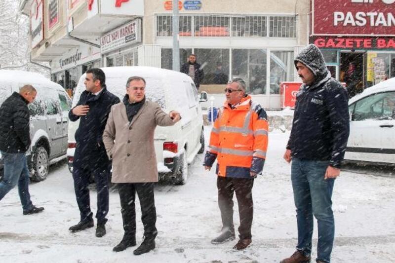 Hacılar'da karla mücadele çalışmaları sürüyor